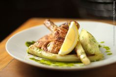 Twelve Bistro (almoço)    Galeto com batata ecrasse  Amasada com azeite e alho poro