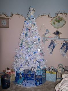 this is similar to the christmas tree Mike and I had our first christmas together
