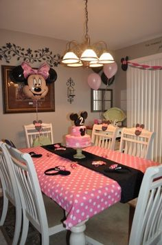 Minnie Mouse Birthday party table scape