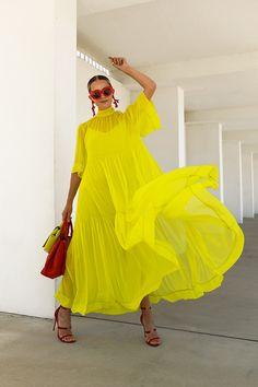 Mode Monochrome, Look Fashion, Fashion Design, Fashion Trends, Red Fashion, Runway Fashion, Simple Summer Dresses, Summer Dresses On Sale, Summer Outfits