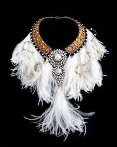 Chanel Swan Feather Collar — с Jenny Bailey и Rebecca Lynn Kudagama. Chanel Jewelry, Jewelry Art, Jewelry Accessories, Fashion Accessories, Fashion Jewelry, Jewelry Design, Unique Jewelry, Jewellery, Chanel Necklace