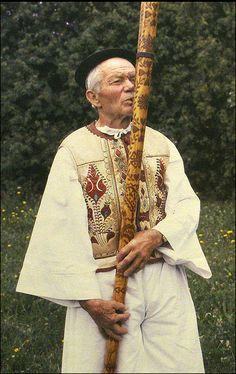 Fujara Slovaquie Russian Fashion, Europe, Tatting, Musicals, Sari, Culture, Flute, Traditional, Music