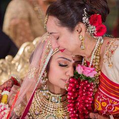Vanisha and Shivam's Magical Palace Wedding in Baroda Bridal Portrait Poses, Bridal Poses, Bridal Photoshoot, Wedding Poses, Indian Wedding Photography Poses, Bride Photography, Gujrati Wedding, Bride And Son, Bridal Makeup Images