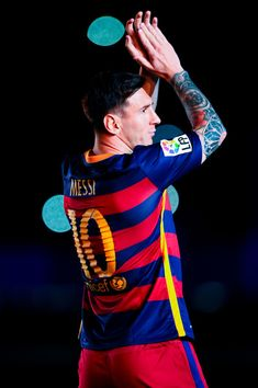 Lionel Messi of FC Barcelona waves during the team official presentation ahead of the Joan Gamper trophy match at Camp Nou on August 5, 2015 in Barcelona, Catalonia.