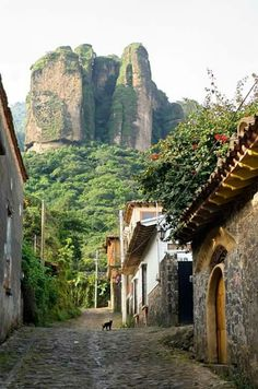 One of my favorite Magic Towns in Mexico. Near to Mexico City, this amazing town you should visit. Great Places, Places To See, Beautiful Places, Great Smoky Mountains, Visit Mexico, Bryce Canyon, Mexico Travel, Mexico City, Vacation Spots