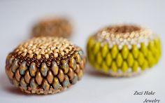 Who won Zuzi's tutorial for the Superduo beaded bead? Beaded Beads, Beaded Jewelry, Bead Embroidery Jewelry, Beaded Embroidery, Super Duo Beads, Twin Beads, Weaving Art, Handmade Beads, Bead Crochet