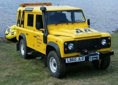 Land Rover Defender 110 Td4 Station Wagon AA Special Service operating...so nice in Yellow. Love it. Lobezno.