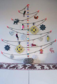 Wool X-mas Tree Yarn Trees Christmas tree shelving Driftwood Christmas Trees Color Blocked Christmas Cones Alternative Christmas Tree, Diy Christmas Tree, Christmas Love, Xmas Tree, Winter Christmas, Merry Christmas, Crismas Tree, Yarn Trees, Navidad Diy