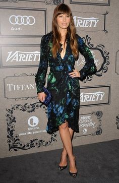 Jessica Biel arrived for Variety's Power of Women event in a ruffled Gucci design that she styled with a velvet Fendi clutch, nearly dollars worth of Tiffany & Co. jewels and cap-toe stilettos. Fendi Clutch, Dress Skirt, Wrap Dress, Retro Updo, Actress Jessica, Jessica Biel, Red Carpet Fashion, Her Style, Audi