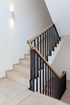 Staircase Handrail, Stair Railing Design, Loft Interiors, Entrance Foyer, Home Room Design, Blue Walls, House Rooms, Stairways, Frankfurt
