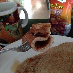 [ @ ] saschafitness Como extrañaba este desayuno!!! Panquecas de avena basicas: licuar 4 claras+1/3 taza avena en hojuelas+canela+stevia+1 cucharada de chia o linaza+chorrito de agua y listo!