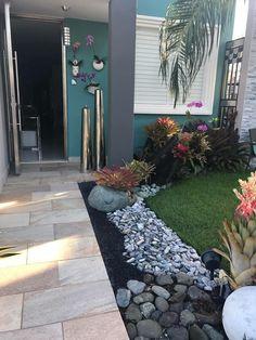 15 Most Popular Tropical Garden Ideas For Small Gardens – Garden İdeas Small Front Yard Landscaping, Succulent Landscaping, Front Yard Design, Landscaping With Rocks, Backyard Landscaping, Landscaping Ideas, Small Tropical Gardens, Small Gardens, Back Gardens