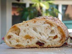 Nem vagyok mesterszakács: Pain paillasse - svájci gyökérkenyér napon szárított paradicsommal. Gyökérkenyér formázása lépésről lépésre! Hungarian Recipes, Ciabatta, Croissant, Bread Recipes, Muffin, Food And Drink, Baking, Kitchen, Breads
