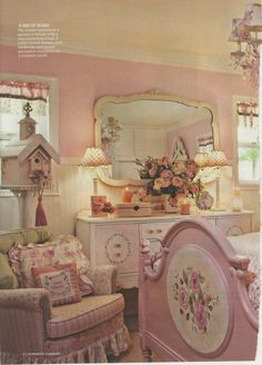 Shabby chic bedroom I'd pay to spend a night here Estilo Shabby Chic, Romantic Shabby Chic, Vintage Shabby Chic, Shabby Chic Style, Shaby Chic, Romantic Cottage, Vintage Decor, Rustic Decor, Shabby Chic Bedrooms