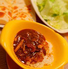 牛筋と舞茸とを入れたカレーが大好きなのです(*´▽`*)  なのに、レシピは餃子の皮を使った副菜の方です( ̄∇ ̄) - 30件のもぐもぐ - 牛筋とキノコのカレー・チーズとミニトマトの餃子の皮包み・レタスサラダ by chibimega