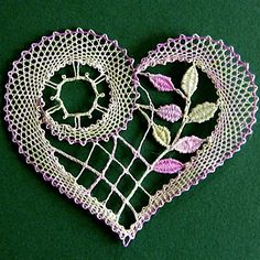 Just in time for Valentine's Day - look at this beautiful bobbin lace heart! Crochet Motifs, Crochet Doilies, Crochet Lace, Crochet Patterns, Freeform Crochet, Crochet Hearts, Bobbin Lacemaking, Bobbin Lace Patterns, Lace Art