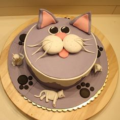 Two of my favorite things....cake and grey cats! Birthday cake....wedding cake.....maybe both!!!