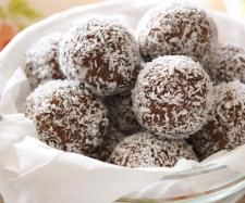Christmas Biscuits and Slices - Raw Spiced Rum Balls by Skinnymixer
