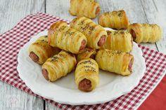 Rasucite cu branza - CAIETUL CU RETETE Coleslaw, Noodles, Sausage, Cooking Recipes, Meat, Food, Macaroni, Coleslaw Salad, Eten