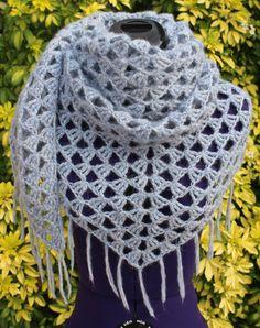 Châle, chèche, cache épaules fait main au crochet en alpaga et laine coloris bleu gris https://www.alittlemarket.com/boutique/chaliere-2339933.html