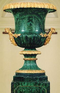Malachite urn and pedestal set in gilded bronze frame~ from the Winter Palace, Saint Petersburg, Russia circa 1830 Vases Decor, Art Decor, Objet D'art, Shades Of Green, Green And Gold, Decorative Accessories, Favorite Color, Museum, Antiques
