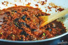 Puttanesca Sauce — a robust, spicy tomato sauce flavored with an abundance of garlic, anchovies, olives and capers. Use it for pasta, fish or other proteins. Whole 30 and paleo compliant. : The Kitchenista Diaries Sauce Recipes, Pasta Recipes, Dinner Recipes, Cooking Recipes, Healthy Recipes, Paleo Pasta, Casserole Recipes, Dinner Ideas, Linguine