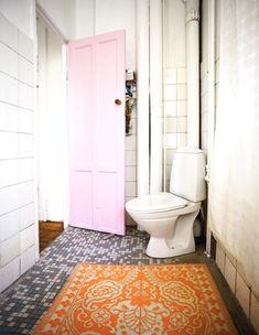 pale-pink-door-bathroom-artist-Lisa-Grues-dos-family-blog-