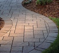 This is the same Belgard Urbana Stone paver that we have in the front of our house (driveway, sidewalk, courtyard). I love the curve of this walkway, and the edge pattern makes all the difference in giving the curve a finished look.