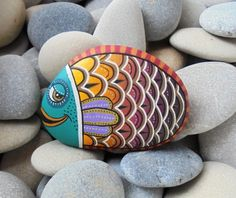 Painted stone colorful fish ! Is Painted with high quality Acrylic paints and finished with Glossy varnish protection... Beautiful details!