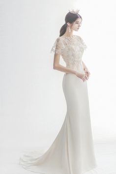 15 Timessly Elegant Wedding Dresses That Will Never Go Out of Style! # elegant Weddings 15 Timessly Elegant Wedding Dresses That Will Never Go Out of Style! Wedding Dress Sleeves, Elegant Wedding Dress, Bridal Wedding Dresses, Dream Wedding Dresses, Elegant Gowns, Trendy Wedding, Boho Vintage, Gowns Of Elegance, Bridal Collection