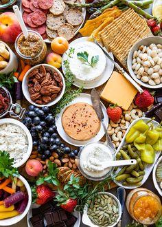 vegan party food - How to Build an Epic Vegan Cheese Board Vegan Appetizers, Vegan Snacks, Healthy Snacks, Vegan Vegetarian, Vegetarian Recipes, Healthy Recipes, Vegetarian Cheese, Charcuterie Vegan, Charcuterie Board