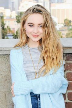 Sabrina Carpenter is a wonderful tv actress and singer💜😊 Sabrina Carpenter Smile, Sabrina Carpenter Outfits, Cool Vintage, Riley Matthews, Vintage Outfits, Female Character Inspiration, Girl Meets World, Celebrity Pictures, Pulls