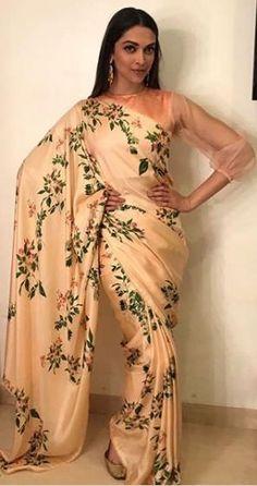 Deepika Padukone looks ethereal in a saree during Padmavati promotions Simple Sarees, Trendy Sarees, Fancy Sarees, Deepika Padukone Saree, Shraddha Kapoor, Ranbir Kapoor, Priyanka Chopra, Deepika Ranveer, Floral Print Sarees