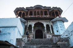 Tucked away in the narrow lanes of Sawai Madhopur you will find many gems, like this gorgeous ancient temple.
