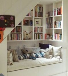 Foto entnommen aus Ihr möchtet den Raum unter eurer Treppe sinnvoll nutzen? Wie wäre es mit einem kleinen Bad wie auf...