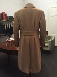 Le goût pour s'habiller : Purwin & Radczun Bespoke Polocoat (Turnback Cuffs, Postbox Pockets) Camelhair by Caccioppoli… Suit Overcoat, Topcoat Men, Polo Coat, Dapper Suits, Big Men Fashion, Sophisticated Dress, Moda Casual, Bespoke Tailoring, Vintage Coat