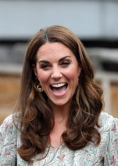 25 June 2019 - Kate, as the new patron of The Royal Photographic Society, attends a photography workshop for 'Action for Children' in Kingston Prince William And Kate, William Kate, Duchess Kate, Duke And Duchess, Princess Charlotte, Princess Diana, Kate Middleton New Hair, Herzog, British Royals