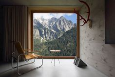Hans Jörg Ruch - Rifugio house, Val Bregaglia Photos (C) Filippo Simonetti. Architecture Artists, Interior Architecture, Chalet Interior, Interior Design, D House, Minimal Home, Simple Interior, Simple House, Planer