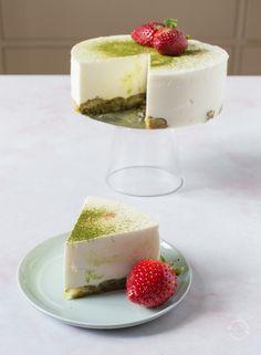 Matcha Coconut Quark Cheesecake - Matcha-kookosrahkakakku Green Tea Powder, Round Cakes, Matcha, A Food, Yummy Food, Baking, Desserts, Recipes, Bakken