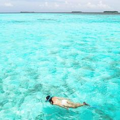 """Hotels-live.com/cartes-virtuelles #MGWV #F4F #RT """"Why do we love the sea? It is because it has some potent power to make us think things we like to think... """" #me #snorkeling #Maldives ___ #travellersplanet by travellersplanet https://www.instagram.com/p/BF1RuAAKLPp/"""