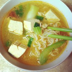 A very late lunch of instant Singaporean Laksa noodle soup, tofu, celery and green onion. Koka is a good brand of the noodle soup. My firm tofu is by Trader Joe-san.
