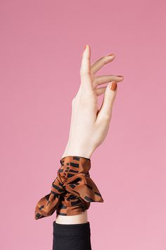 color and pattern inspiration photography AH/OK - Design Crush Hand Photography, Clothing Photography, Fashion Photography, Ways To Wear A Scarf, How To Wear Scarves, Ok Design, Hand Pose, Estilo Rock, Scarf Design