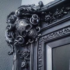 Mirror/picture frame or molding around a doorway Gothic Room, Gothic Home Decor, Gothic House, Mirrored Picture Frames, Painted Picture Frames, Tattoo Studio Interior, Gothic Mirror, Gothic Pictures, Ornamental Mouldings