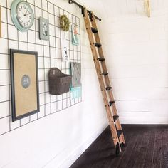 How to Build a Library Ladder - step by step video (I want one of these SO bad!) #farmhousestyle #farmhouse #diy #diyideas #diyproject #ad