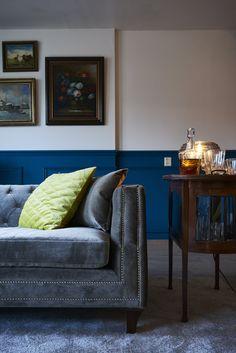 Sofa Heath heeft een klassieke vormgeving en gecapitonneerde zitkussens. De zilveren nagels in de randen geven de Sofa een chique uitstraling. Sofa Heath is in veel verschillende uitvoeringen en kleuren verkrijgbaar.