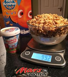 Post workout macro capping:  This is the second box of this cereal I've gone through and I'm convinced there's no Dory in here.  Entire box of Kellogg's Rice Krispie shapes whole tub of strawberry crumble froyo and a  mars protein bar.  Calories:2114 Fat:25 Carbs:390 Protein:64  Don't be shy tag a cereal killer bellow. #intermittentfasting #fasting #healthy #flexibledieting #bodybuilding #nutrition #workout #leangains #iifym #ifitfitsyourmacros #fit #food #protein #yummy #diet  #eatclean…