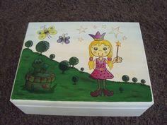 Prinzessin Spielzeugkiste aus Holz von Piddys Workshop auf DaWanda.com