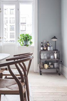 Sarah og Christian var ved at købe sig fattige i farveprøver Nordic Bedroom, Cozy Place, Kitchen Storage, My Dream Home, Dining Area, Future House, Interior Inspiration, Small Spaces, Beautiful Homes
