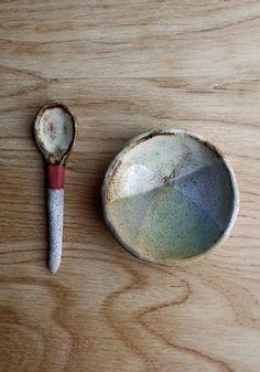 Vuela: Design and Accessories  Ceramic spoon by Shino Takeda