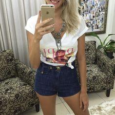 Mais um look casual: t-shirt  shorts vintage de cintura alta.  Compre pelo site http://ift.tt/PYA077.  Dúvidas ou informações pelo whats 47 9953-1716.  Agende sua visita em nosso showroom em Jaraguá do Sul!